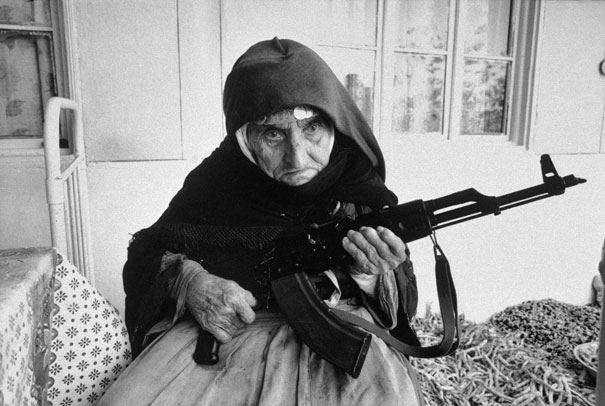 106 Yaşında Ermeni bir kadın evini koruyor (1990)