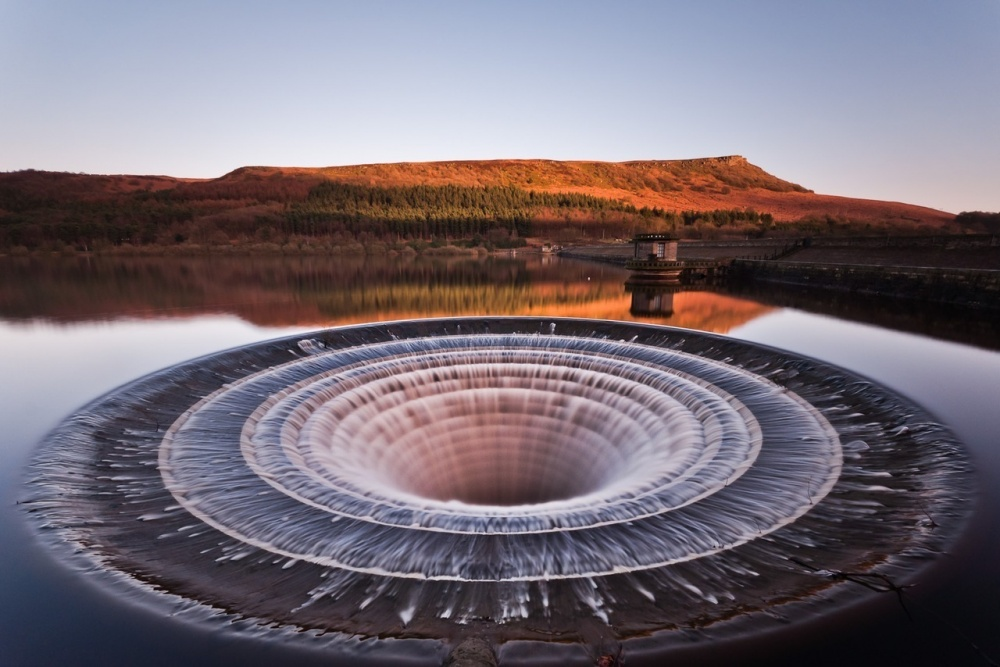 İngiltere'de bulunan bir  baraj gölü.