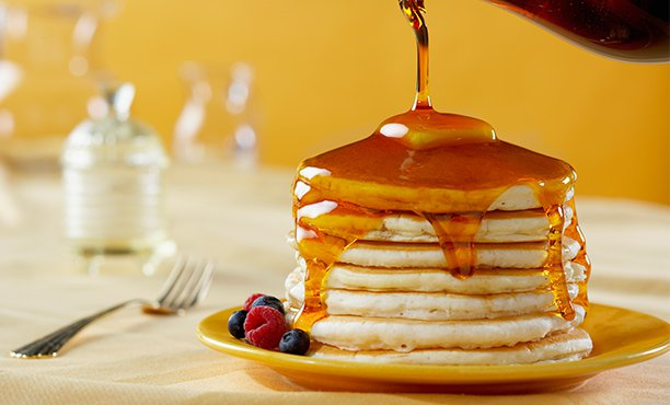 Pancake'lerin üzerine dökülen motor yağı